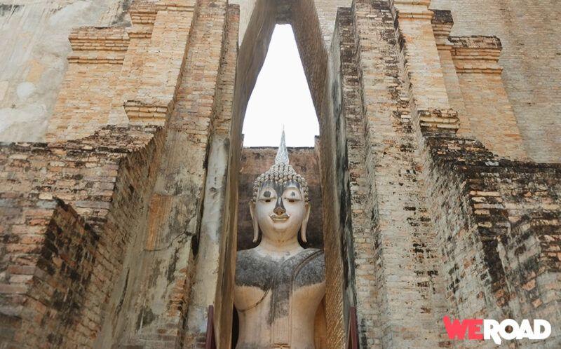Statua di Buddha al tempio di Sukhothai tour Thailandia