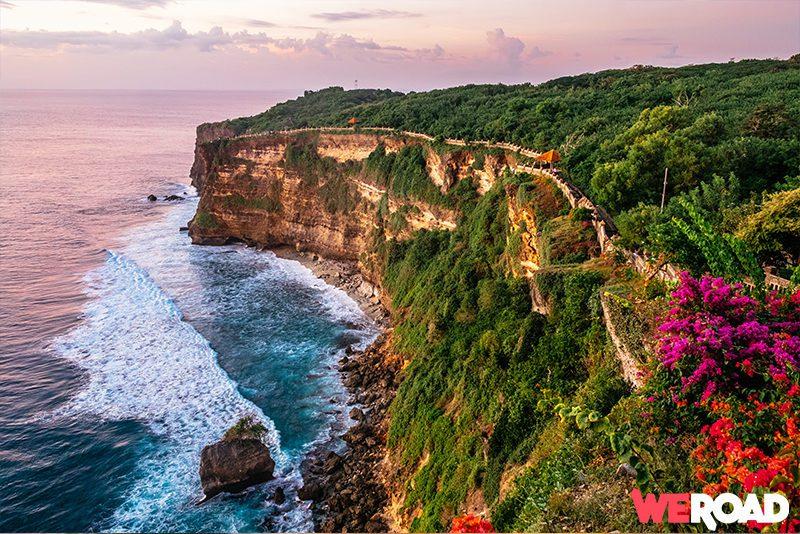 Viaggio a Bali - spiaggia e tempio Pura Luhur Uluwatu