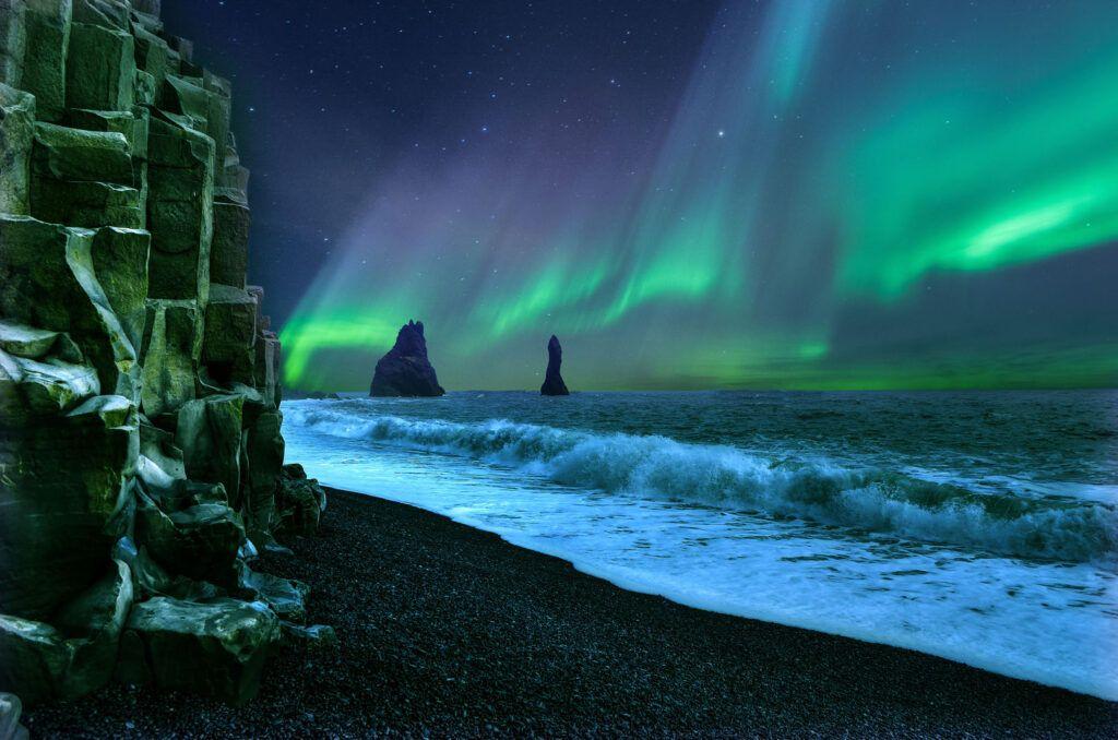 Reynisfjara aurora boreale