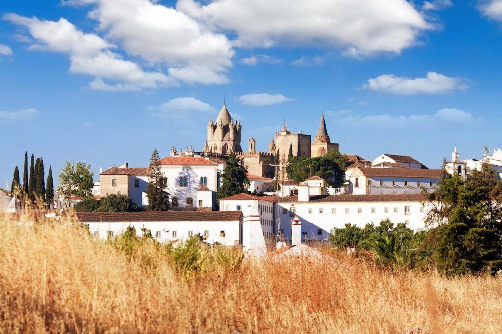 Cosa vedere in portogallo: La cittadina di Évora, nella regione di Alentejo