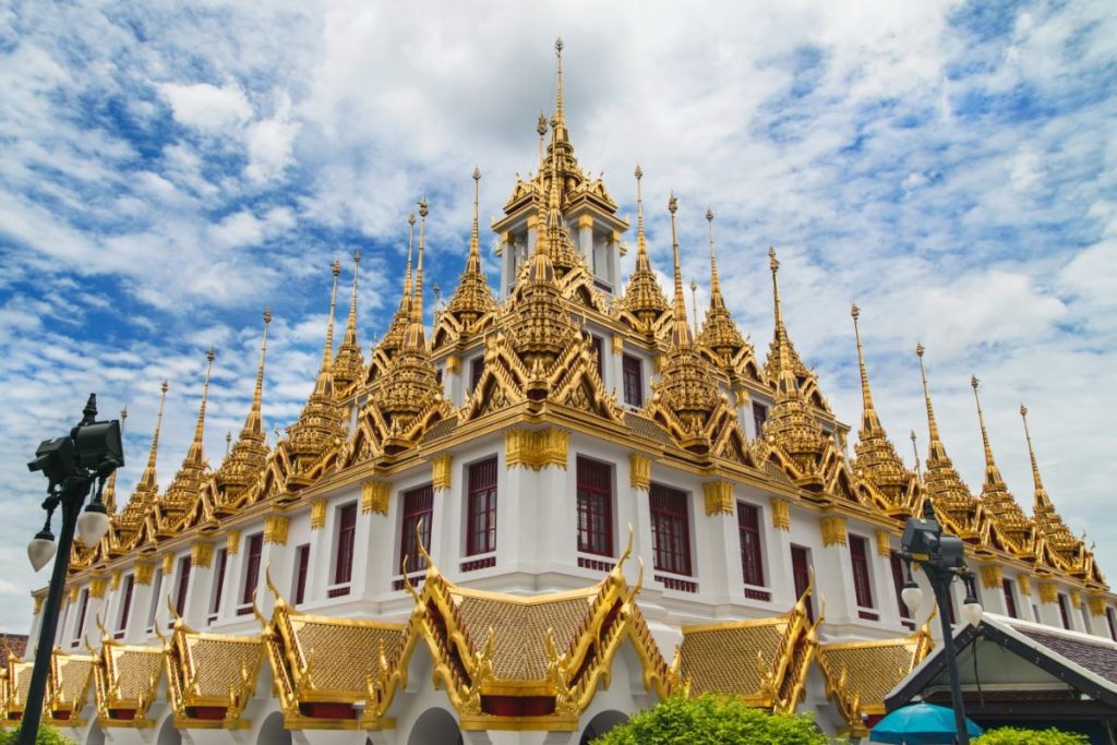 Cosa vedere a Bangkok: Loha Prasat, conosciuto anche con il nome di castello di metallo